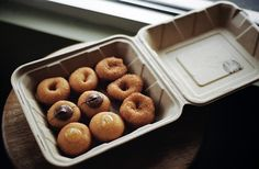 Donuts. Cinnamon Waffles, Cupcake Packaging, Breakfast Pictures, Cute Coffee Shop, Mini Doughnuts, Bakery Cakes, Fabulous Foods, Something Sweet, Food Truck