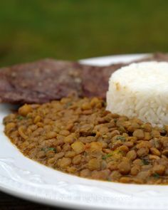 Ecuadorian arroz con menestra or lentil stew recipe The best way to cook lentils! Authentic Mexican Recipes, Lentil Recipes, Vegetarian Recipes, Healthy Recipes, Easy Recipes, Panamanian Food, Plantain Recipes, Lentils And Rice, Lentil Stew