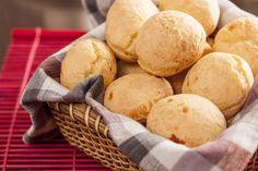 Ingredientes 500 gramas de polvilho doce 100 gr. de margarina (forno e fogão) 2 xíc. de kefir 1 ovo 250 gr. mussarela ralada (ralo grosso) Sal a gosto Modo de Preparar Em uma tigela coloca-se o polvilho ,acrescenta-se o kefir, a margarina derretida e o ovo, mistura-se bem Acrescentar a mussarela ralada e misturar novamente Se achar muito seco, pode acrescentar mais kefir Colocar em forminhas untadas(como as de empadas ou pão de mel) Levar ao forno pré-aquecido á 180°C por + ou – 30 Continue→