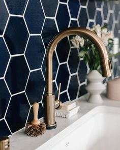 A deep dark blue hex tile paired with brassy bonze for some Tuesday inspiration!- A deep dark blue hex tile paired with brassy bonze for some Tuesday inspiration!… A deep dark blue hex tile paired with brassy bonze for… - Hex Tile, Hexagon Tiles, Marble Tiles, Tiling, Honeycomb Tile, Hexagon House, Black Hexagon Tile, Hexagon Shape, Subway Tile