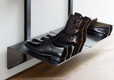 The elegant metal rack has plenty of space for your shoes and can be positioned at any height. It is made from a single piece of metal and is easy to clean Shoe Boxes On Wall, Metal Rack, Shelf System, Modular Shelving, Clothes Rail, Dressing Area, Single Piece, Wood Design, Storage Boxes