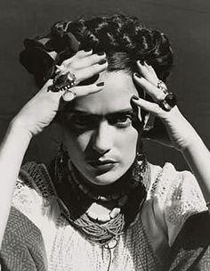 """photo colombienne NB : Ruven Afanador, """"Selma Hayek as Frida Kahlo"""", femme mexicaine, portrait de femme, Selma Hayek, Diego Rivera, Frida Salma, Frida Kahlo Salma Hayek, Tina Modotti, Frida And Diego, Frida Art, Mexican Artists, Famous Faces"""