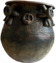 Clay pot Cameroon Grasslands. Photo credit: Ann Porteus