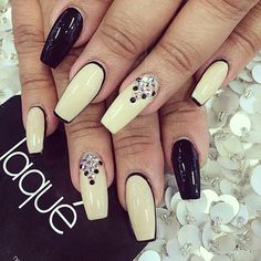 Nails By: Laque' Nail Bar  www.puddycatshoes.com