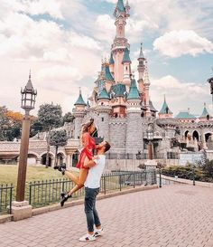 Real beauty is to be true to oneself. Disneyland Couples, Disneyland Photos, Disney Couples, Tokyo Disneyland, Cute Disney Pictures, Disney World Pictures, Couple Pictures, Disney Land, Disney Dream