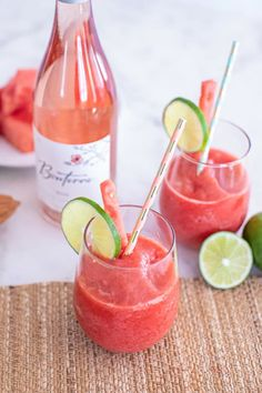Made from watermelon, strawberries, organic rosé wine and superfood powders,this fun frosé wine slushies recipe is as delicious as it is nutritious. Frozen Drink Recipes, Frozen Drinks, Wine Slushie Recipe, Wine Slushies, Nectarine Recipes, Frozen Rose, Vegan Wine, Coctails Recipes, Superfood Powder