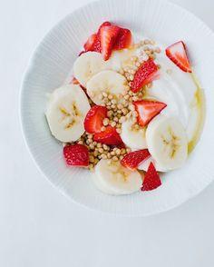 Healthy & energy morning bowl even in Los Angeles!#morning #breakfast #breakfastofchampions #greekyogurt #banana #berries #quinoa #california #losangeles #healthy #eatclean #fit #fitness #crossfit #crossfitgames #loveyourself #enjoylife #lifeisbeautiful #summer #holiday #vacation #america #lovemyjob #athlete #coach #personaltrainer #fitnessmodel #katerinavarela