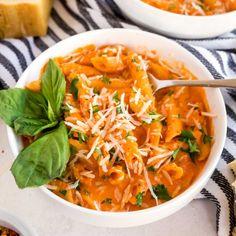 Pasta Dinner Recipes, Easy Pasta Recipes, Soup Recipes, Healthy Recipes, Vodka Pasta, Vodka Sauce, Easy Restaurant, Beer Cheese, Gluten Free Recipes