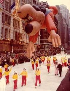 In Underdog floated well above the heads of parade-goers. Macys Thanksgiving Parade, Happy Thanksgiving, Balloon Painting, Getting Up Early, High Art, Childhood Memories, Vintage Photos, Photo Galleries, The Past