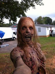 naughty selfies domm corbain | Quand les selfies envahissent les plateaux de tournage - The Walking ...