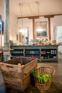 SANO  Il Tavolo verde Organic café and Anticmarket  platos caseros y de recetas únicas como su crema de calabaza, quichés, ensaladas y arroces hechos con ingredientes de producción ecológica; también los postres  hmmmm