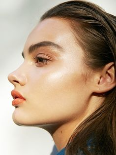 Ready to get your glow on for your holiday parties? Here is the easiest guide on how to use highlighter like a pro, so you can feel flawless!