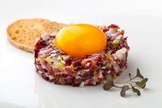 Tartar jamón ibérico y yema de huevo