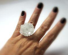 MAXI ANEL   vidro branco  base metal n 20 - ajustável   2,5 x 2,5 cm R$35,00