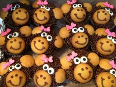 Heifer Project: fill the arch Monkey cupcakes Button Cupcakes, Fancy Cupcakes, Kid Cupcakes, Yummy Cupcakes, Birthday Cupcakes, Jungle Theme Cupcakes, Cupcakes Design, Cupcakes Decorating, Monkey Birthday Parties