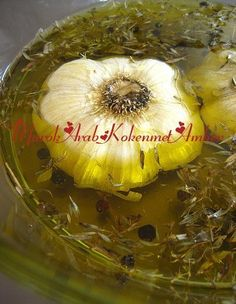 How To Make Roasted Garlic Oil in 3 Easy Steps. I would add 2 tsp sea salt. 2 cups olive oil, 2 split heads of garlic, 2 tsp dry thyme, 2 stems of fresh thyme , & 1 tsp pepper cones . Flavored Oils, Infused Oils, Chutneys, Garlic Infused Olive Oil, Garlic Recipes, Garlic Oil Recipe, Garlic Paste, Spice Mixes, Kraut