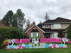 Happy Birthday Yard Sign Display with Name/Age - Yard Announcements Baby Girl Birthday Theme, Happy Birthday Yard Signs, Happy 13th Birthday, 40th Birthday, Happy 40th, Birthday Pranks, Balloons And More, Yard Party, Birthday Packages