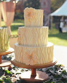 Wedding Cake // Photography: Liz Banfield Photography // Event Planner: Tara Guérard // TheKnot.com