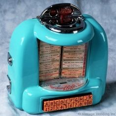 Remote song selector allowed customers to pick songs from the jukebox . these were at each table in the diner or restaurant. 1950 Diner, Retro Diner, 1950s, Jukebox, Radios, Radio Antigua, Music Machine, American Diner, Vending Machine