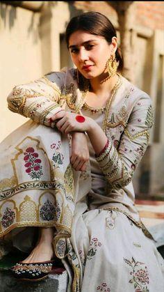 Pakistani Party Wear Dresses, Beautiful Pakistani Dresses, Pakistani Wedding Outfits, Pakistani Dress Design, Beautiful Dress Designs, Stylish Dress Designs, Designs For Dresses, Stylish Dresses, Pakistani Fashion Casual