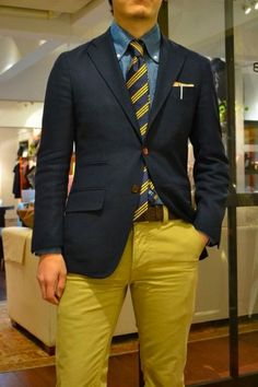 Everything about this outfit. Denim Shirt Slim 15 or 34 35 Tie Slim Jacket S-M Euro Belt 32 Pants depends on make Preppy Men, Preppy Style, Yellow Pants, Moda Casual, Colored Pants, Mellow Yellow, Blue Yellow, Suit And Tie, Well Dressed Men