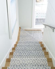 Stair runner comes in various types and styles. From stair runner carpet to stair runner DIY. Check out our stair runner ideas here Stair Runner Carpet, Cotton Rug, Coastal Decor, Staircase Design, Beach House Interior, Cottage Style, Coastal Cottage, Cottage Decor, House Interior