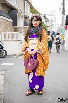 Kimono w/ Vivienne Westwood Heart Bag & Dr. Martens in Harajuku (Tokyo Fashion News) Style Kimono, Kimono Outfit, Kimono Fashion, Japanese Street Fashion, Tokyo Fashion, Harajuku Fashion, Geisha, Furisode Kimono, Yukata