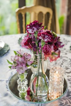 Um casamento romântico contemporâneo cheio de DIY, luzinhas e amor! Não tenho dúvidas que vai te inspirar! Wedding Reception Decorations, Table Decorations, Party Ideas, Weddings, Love, Home Decor, Marriage Tips, Wedding Table, Simple Wedding Updo