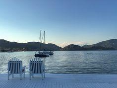 Selimiye'de bu güzel manzaraya karşı, denizin üzerinde, deniz mahsulleri 🦐 balık 🐟 ve lezzetli Akdeniz mezelerinin 🥗 tadına bakmak isteyenlere Caridea Restoran'ı öneriyorum. Ayrıca sahilde yer alan @melekhotelsselimiye 'de konaklama da yapabilirsiniz. www.kucukoteller.com.tr/melek-hotels-selimiye Marmaris, Beach, Water, Outdoor, Beautiful, Gripe Water, Outdoors, The Beach, Beaches