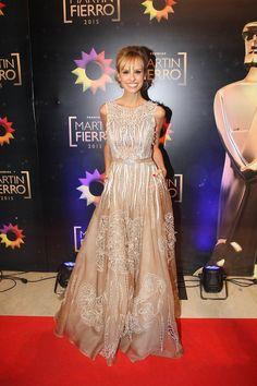 vestidos que cambio mariana fabbiani en martin fierro 2015 - Buscar con Google