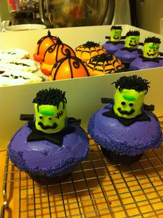 Frankenstein Cupcakes ~ Halloween Cupcakes ~ green dyed white chocolate covered marshmallow head.  Cupcakes by: Bella Baby Cakes