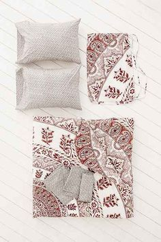 Plum & Bow Kerala Medallion Snooze Set - Urban Outfitters