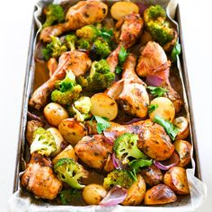Chicken Drumstick Tray Bake - Leah's recipes - Chicken Recipes Chicken Drumsticks Oven, Baked Chicken Drumsticks, Drumstick Recipes Oven, Baked Chicken Recipes, Chicken Meals, Keto Shrimp Recipes, Keto Chicken, Yum Yum Chicken, Tray Bakes