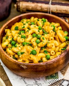 This delicious healthy Vegan Buffalo Mac and Peas is so easy, packed with tons of bold, spicy flavor, and comes together in 20 minutes! Healthy Dinner Recipes, Whole Food Recipes, Vegan Recipes, Clean Eating Dinner, How To Cook Pasta, Pasta Dishes, Macaroni And Cheese, Buffalo, Spicy