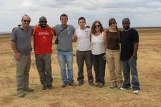 Ashman (conductor de Udare Safari) con camiseta de España y Mudy (guía de Udare Safari) con camiseta oscura. Julio 2014