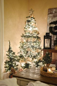 Rustic white Christmas tree - a lovely simple rustic neutral tree- next year !!