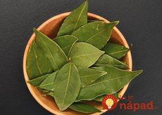 Bay leaf benefits and bay leaf tea recipe Herbal Remedies, Home Remedies, Health Remedies, Natural Remedies, Bay Leaf Benefits, Burning Bay Leaves, Health Benefits, Health Tips, Tea Recipes