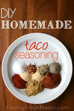 DIY Homemade Taco Seasoning - Family Fresh Meals // Tried this tonight - omitted crushed red peppers - with ground turkey & it's bomb! Best taco seasoning I've ever had! Diy Taco Seasoning, Seasoning Mixes, Ground Beef Taco Seasoning, Homemade Spices, Homemade Seasonings, Mexican Food Recipes, Real Food Recipes, Cooking Recipes, Gastronomia