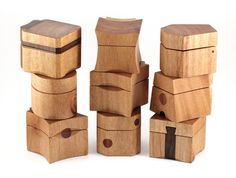 See how I made a batch of ten wooden ring boxes from Australian woods such as Queensland Maple, Blackbutt, and Red Ironbark. Woodworking Workshop Plans, Woodworking Organization, Woodworking Basics, Woodworking Projects That Sell, Woodworking Joints, Woodworking Techniques, Fine Woodworking, Woodworking Crafts, Woodworking Bench
