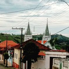 Rua Juscelino Kubitschek  #visitebrazopolis #brazopolis #brazopoliscomonuncavi 〰️〰️〰️〰️〰️〰️〰️〰️〰️〰️〰️〰️〰️〰️〰️〰️ 🔭⛪🏡🌴🏞️🛣️🏘️📸🍽️🌲🚜⚒️🎣🐎🏊🚣🚴 〰️〰️〰️〰️〰️〰️〰️〰️〰️〰️〰️〰️〰️〰️〰️〰️〰️ #suldeminas #paisagem  #nature  #folow #serradamantiqueira #minasgeraiis #vibe #vibes #goodvibes #positiveenergy #energiapositiva #positividade #positive #positivevibes #instatravel #instatrip #travelgram #wanderlust #beautiful #traveler #travels #travellife #beautifuldestinations #vacation  #photografy…