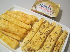 Reteta culinara Saratele cu cascaval si chimen din categoria Aperitive / Garnituri. Specific Romania. Cum sa faci Saratele cu cascaval si chimen Butter, Romanian Food, Dairy, Cheese, Baking, Pastries, Ideas, Sweets, Bakken