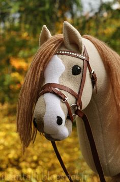 Iisan tallin blogi: syyskuuta 2013 Horse Galloping, Breyer Horses, Stick Horses, Horse Crafts, Hobby Horse, Horse Stables, Horse Photos, Toy Craft, Equine Art