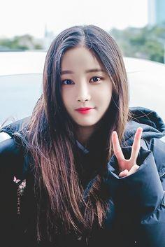 Twitter Kpop Girl Groups, Korean Girl Groups, Kpop Girls, Cute Asian Girls, Cute Girls, Cool Girl, Cute Beauty, My Beauty, Best Kpop