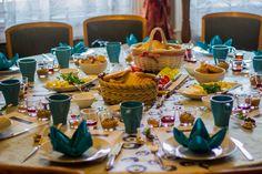 TÖRÖK REGGELI  A hagyományos török reggelik világszerte közkedveltek. Menemen, török sajtok, olívabogyó, lekvárok, kiymali yumurta, csak néhány a török reggelik választékából. Ha te is kipróbálnád milyen egy igazi, tradícionális török reggeli, gyere el budapesti lakáséttermünkbe, ahol megkóstolhatod az igazi török ételeket.