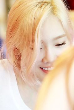 SNSD Taeyeon's blond hair  <3  I don't know how she pulls it off so flawlessly.