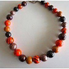 KAZURI ketting steenrood; ronde kralen met taupe, bruin, oranje kleuraccenten, HAND MADE