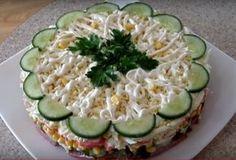 Представляем вам красивый и вкусный салат к новогоднему столу. Готовится он достаточно просто, а получается волшебно вкусным. Этот салатик украсит любой праздничный стол, ведь он очень яркий и оригинальный. Майонез мы будем использовать домашний, поэтому у салата будет немного новый оригинальный вкус. Рецепт приготовления майонеза смотрите по ссылке.