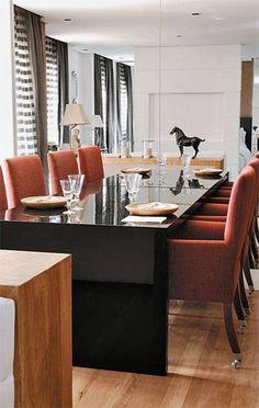 A sala projetada pela arquiteta Ana Maria Vieira Santos tem medidas enxutas, ...