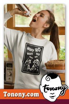 T-Shirt SANTA DOG / zwei verliebte Hunde mit Verständigungsproblemen. Das T-Shirt das sich wirklich jeder vom Weihnachtsmann wünscht. DAS SHIRT IST EIN TOLLES WEIHNACHTSGESCHENKE F�R FRAUEN AB 40.