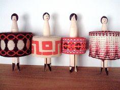 des pinces à linge danseuses pour ranger les rubans